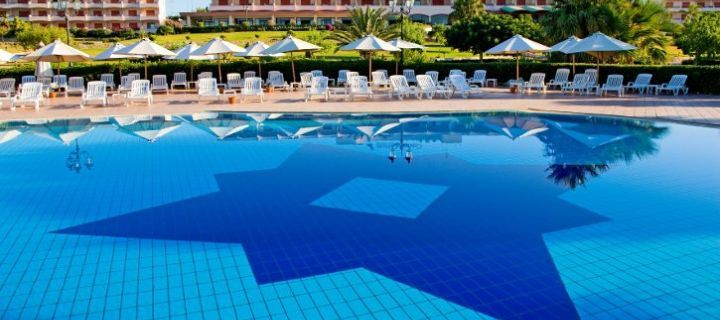 Hotel Conte di Cabrera – Swimming pool and garden